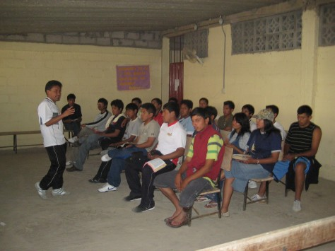 Pastor J. Pacheco en clase maduros